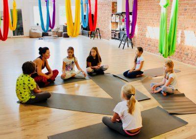 vaiku joga oro joga camiyoga 5