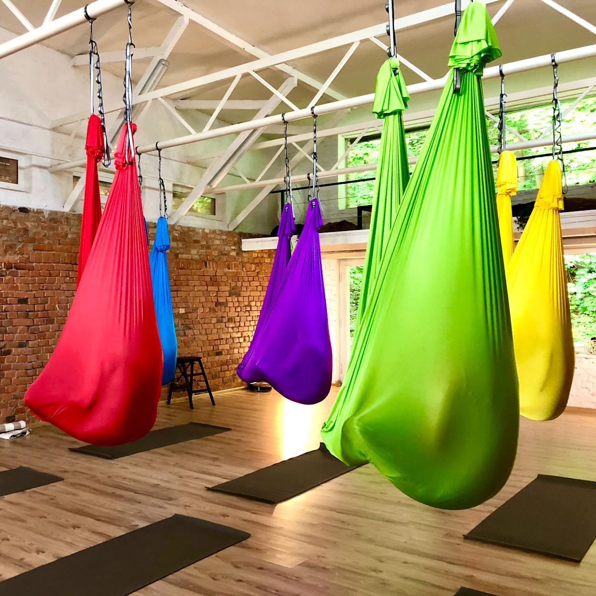 CamiYoga-Oro-jogos-kursai-juosta-aerial-yoga-teacher-training-with-camiyogair