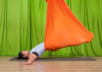 Yin oro joga atpalaiduojanti kursai aerial yoga camiyoga camille shakti