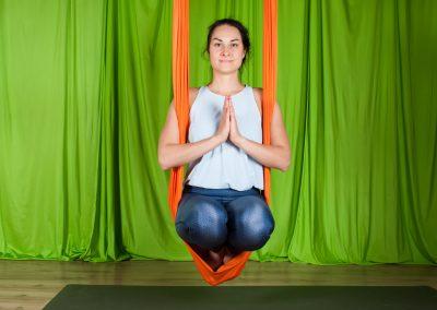 Yin oro joga atpalaiduojanti kursai aerial yoga camiyoga camille shakti14